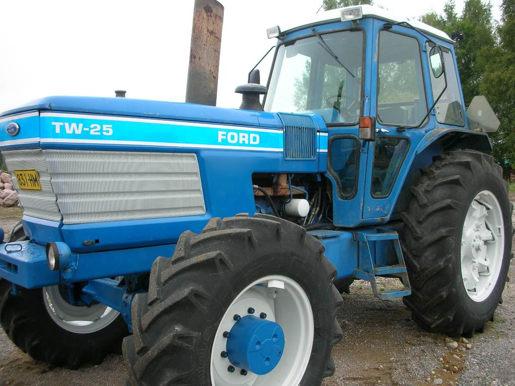 Ford TW 25