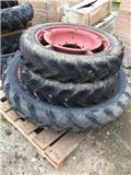 Dunlop 9.5-44 + 8/3-28, Колелета/Гуми